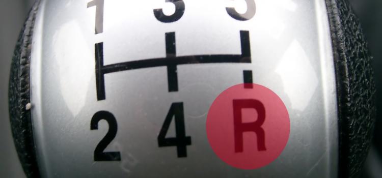 Zašto se mjenjač čuje kod kretanja u rikverc?